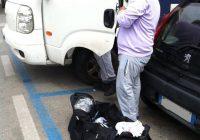 Calzinaro aggredisce 50enne davanti all'Autogrill