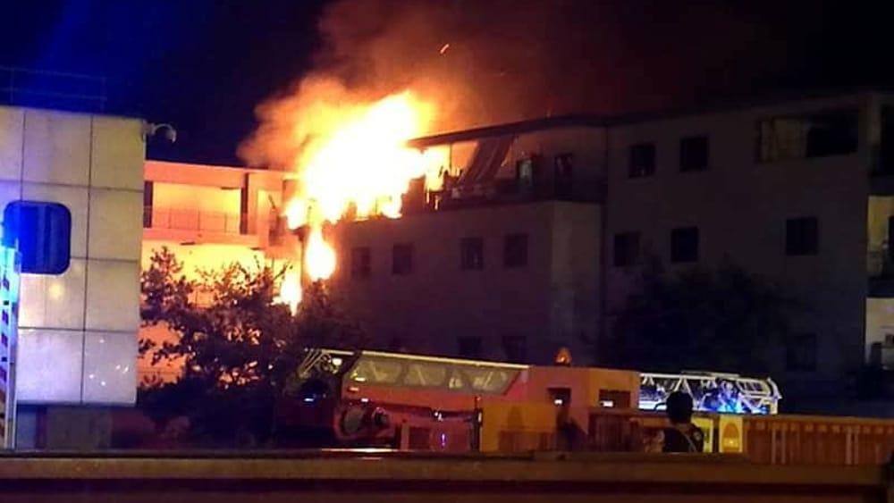 Roma, incendio in appartamento sulla Tuscolana