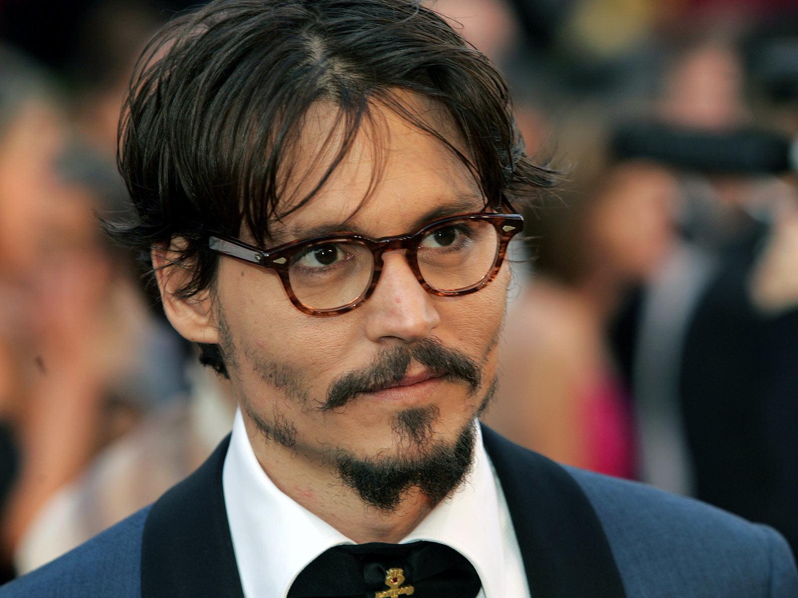 Johnny Depp si amputa dito