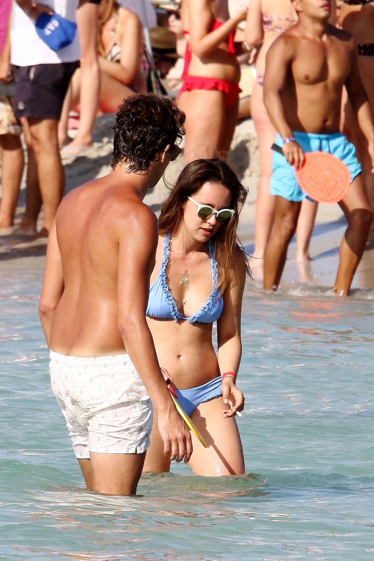 Aurora Ramazzotti in vacanza a Formentera con un ragazzo