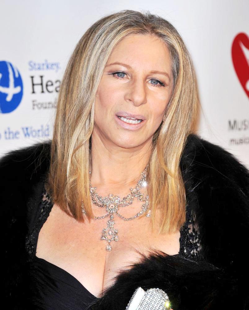 Siri funziona male: Barbra Streisand chiama Tim Cook