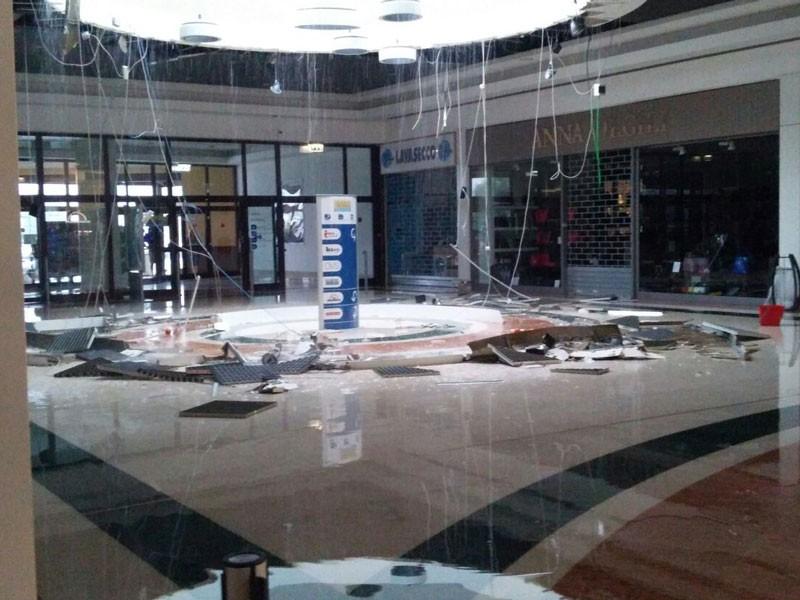 Cede il soffitto del centro commerciale Val Vibrata