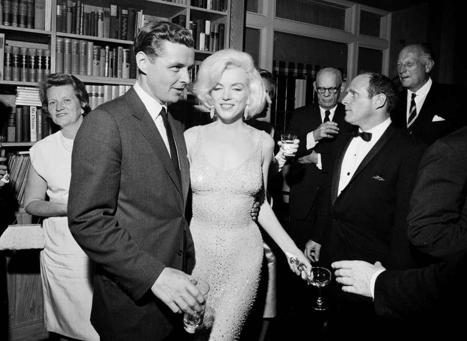 Abito di Marilyn Monroe indossato al compleanno di Kennedy all'asta