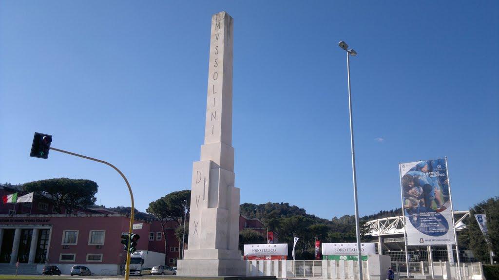 Foro Italico: un messaggio fascista nel basamento dell'obelisco