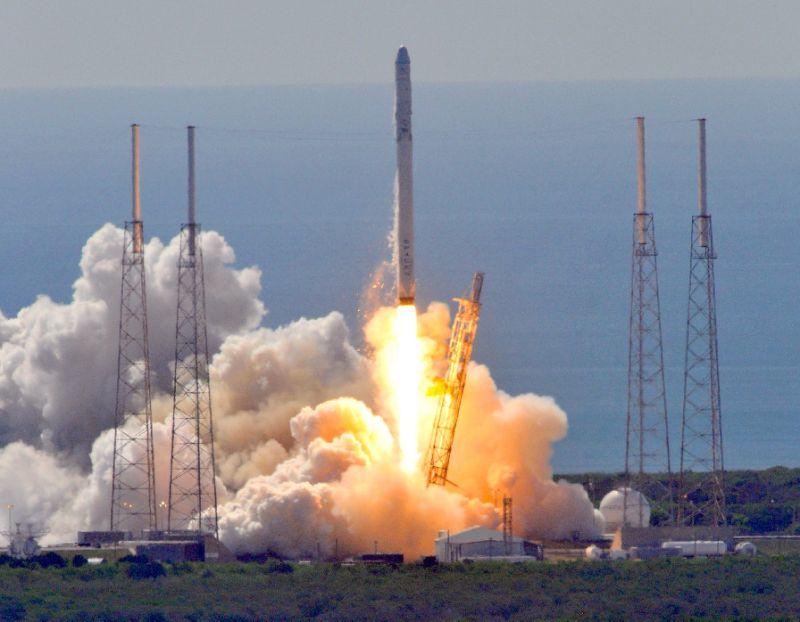 SpaceX, razzo esplode a Cape Canaveral