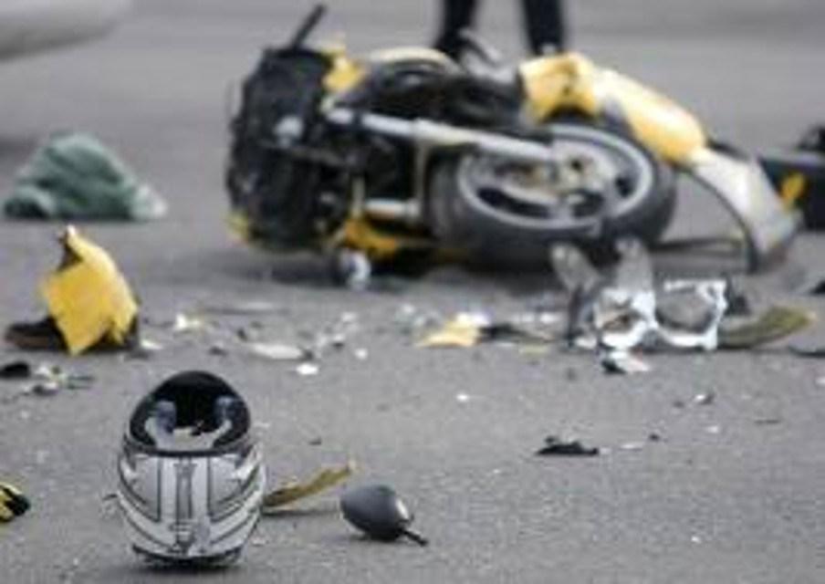 Triggiano, scooter contro auto: bimbo senza casco muore
