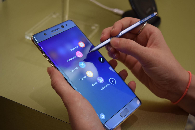 Samsung Galaxy Note 7: vendite sospese, rischio esplosione
