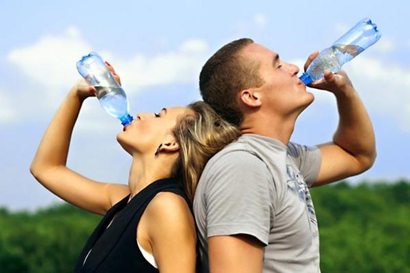 Bere molta acqua non fa molto bene al corpo