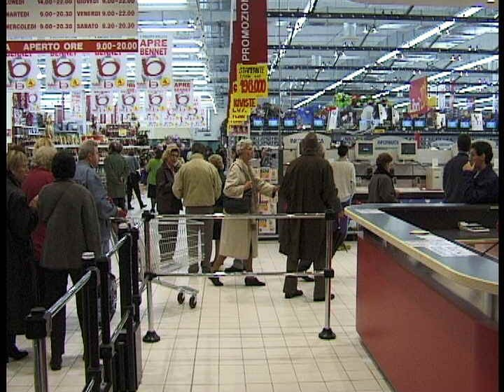 Cagliari, bimba investita dalla merce in supermarket Metro Elmas