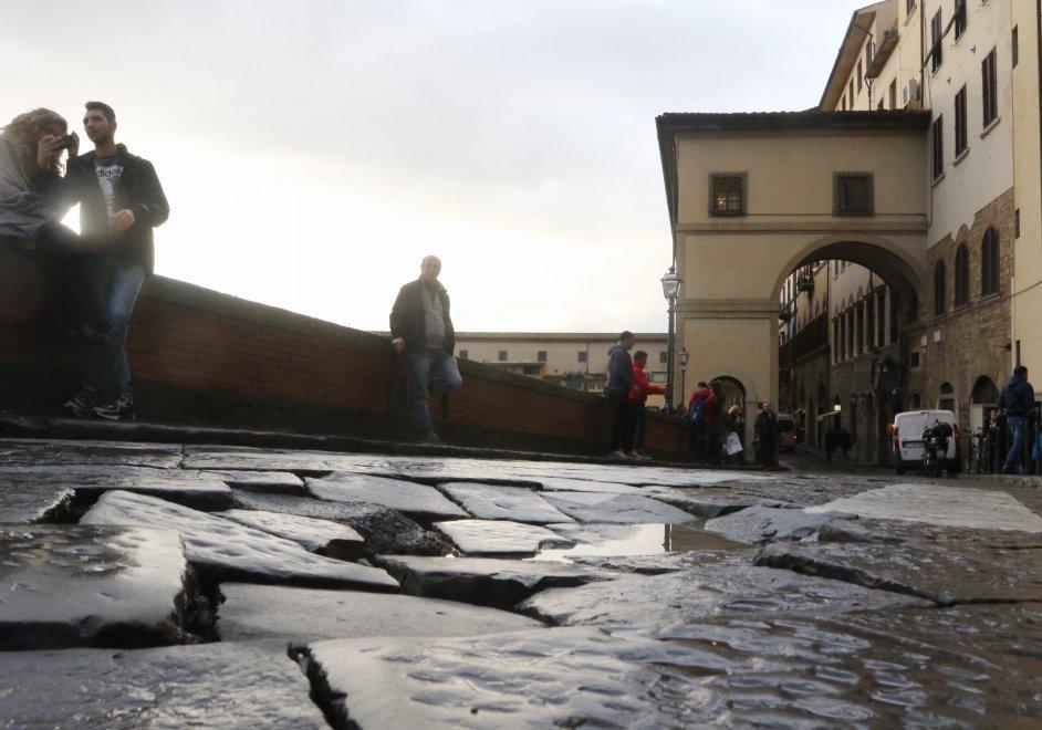 Firenze, Lungarno chiuso tratto Uffizi