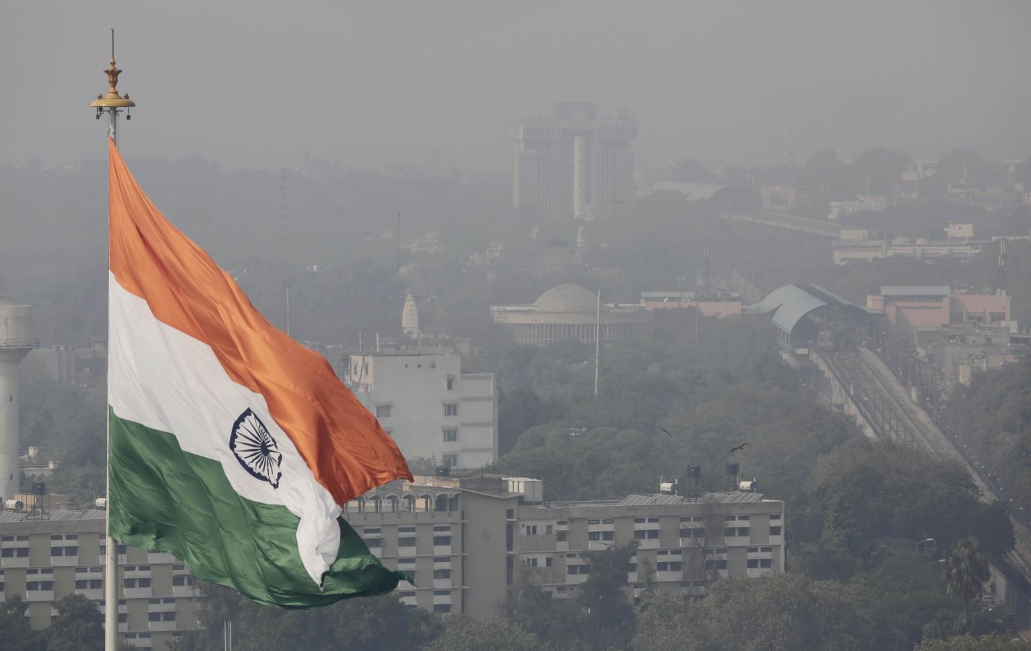 India dilaniata dallo smog