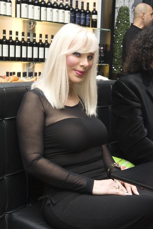 Ilona Staller rapì figlio e lo portò in Italia