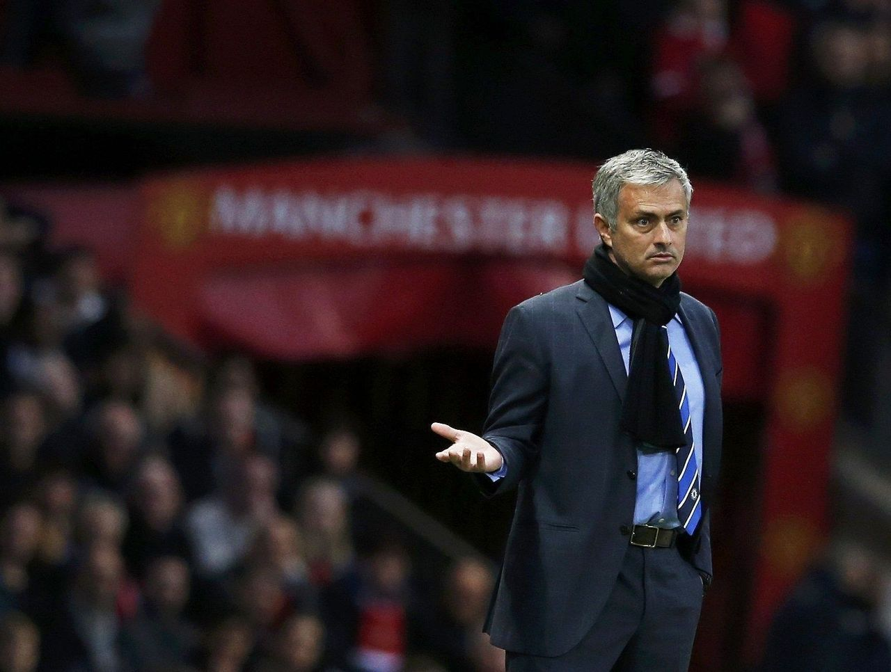 Mourinho non risponde a un giornalista