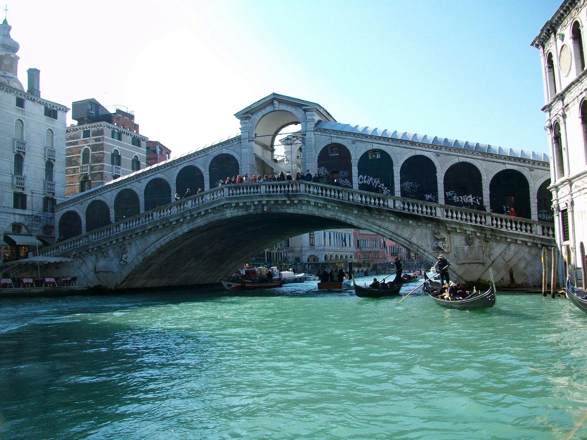 Venezia, morto marinaio che si tuffò dal Ponte di Rialto