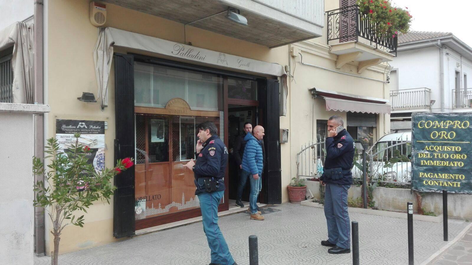 Rapina in gioielleria a Scerne di Pineto