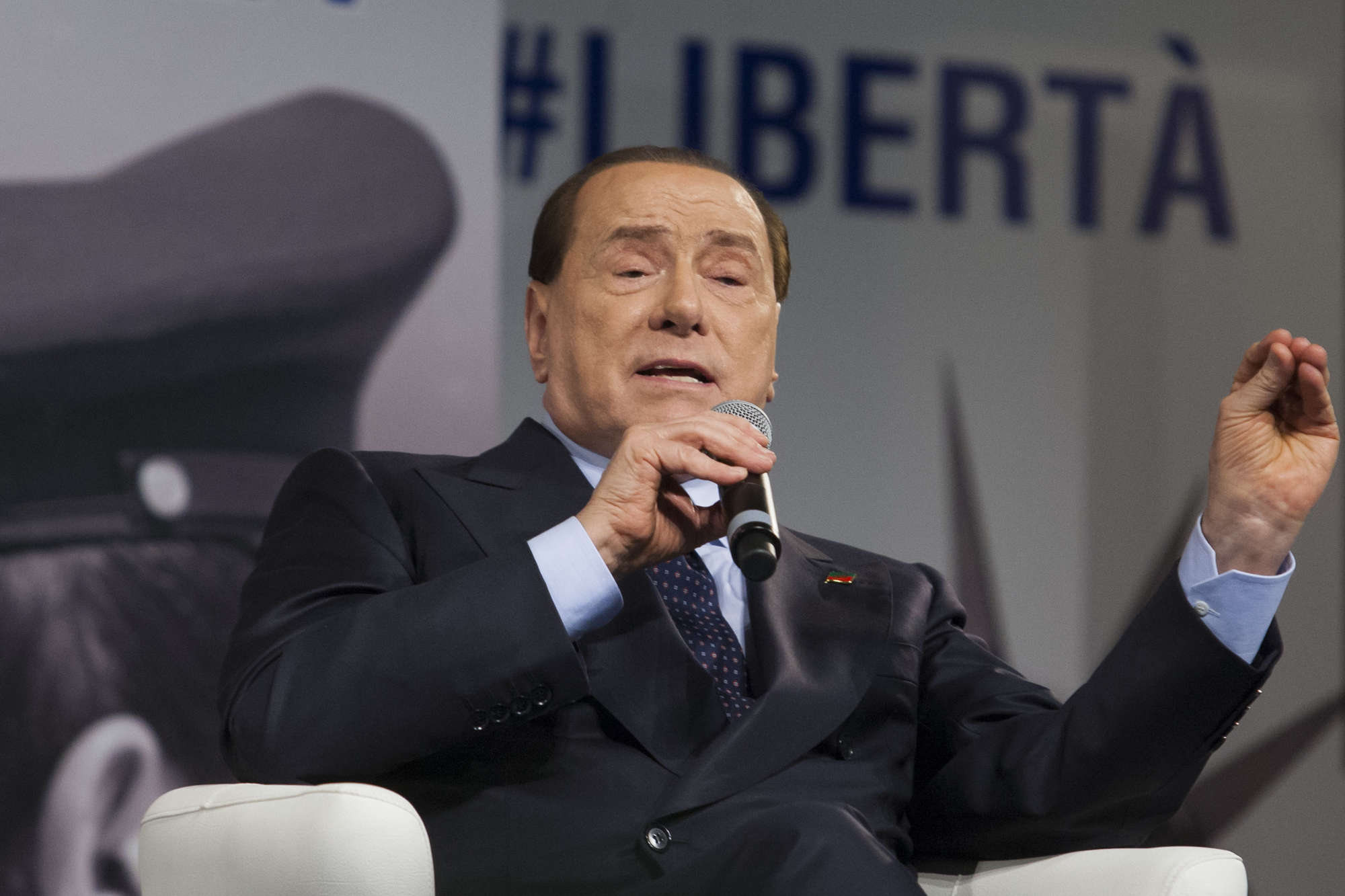 Referendum: 'no' necessario per Berlusconi