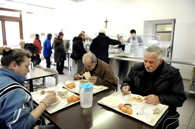Volontari della Comunità Papa Giovanni XXIII con gli emarginati a Capodanno