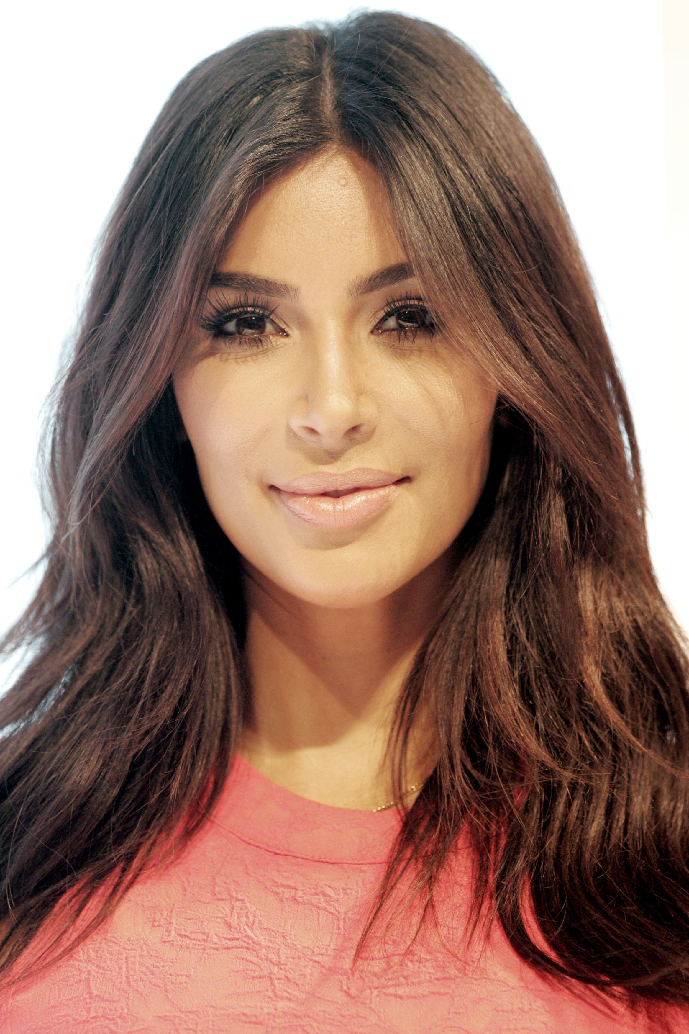 Kim Kardashian piange per le critiche online sul suo fondoschiena pieno di cellulite
