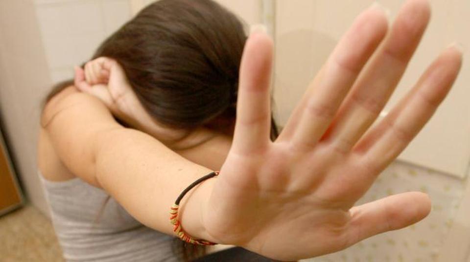 Abusi su disabile psichica, due arresti