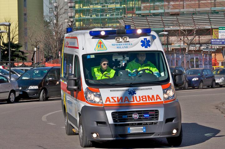Milano, camion investe e uccide anziana
