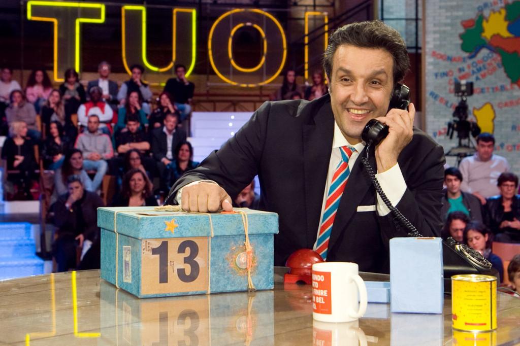 Flavio Insinna, Striscia la Notizia trasmette video di un fuori onda particolare