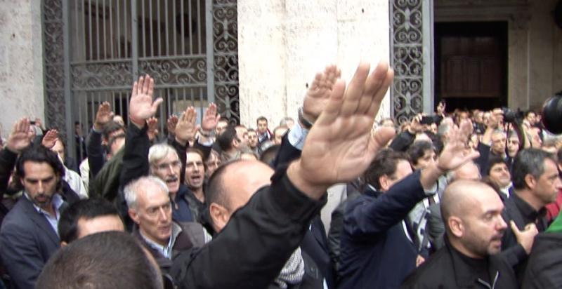 Prete fascista Orlando Amendola fa saluto fascista