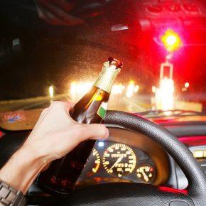 Ubriaco guida vettura senza una ruota: patente ritirata