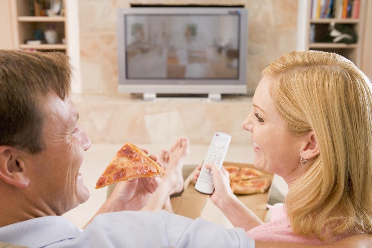 Mangiare davanti alla tv favorisce obesità