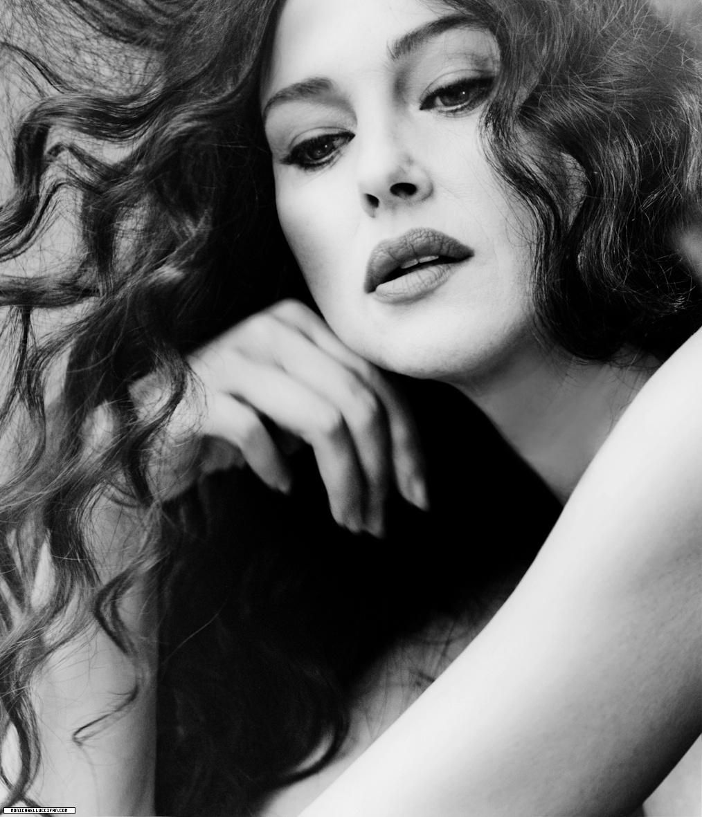Monica Bellucci, foto in bianco e nero su Instagram