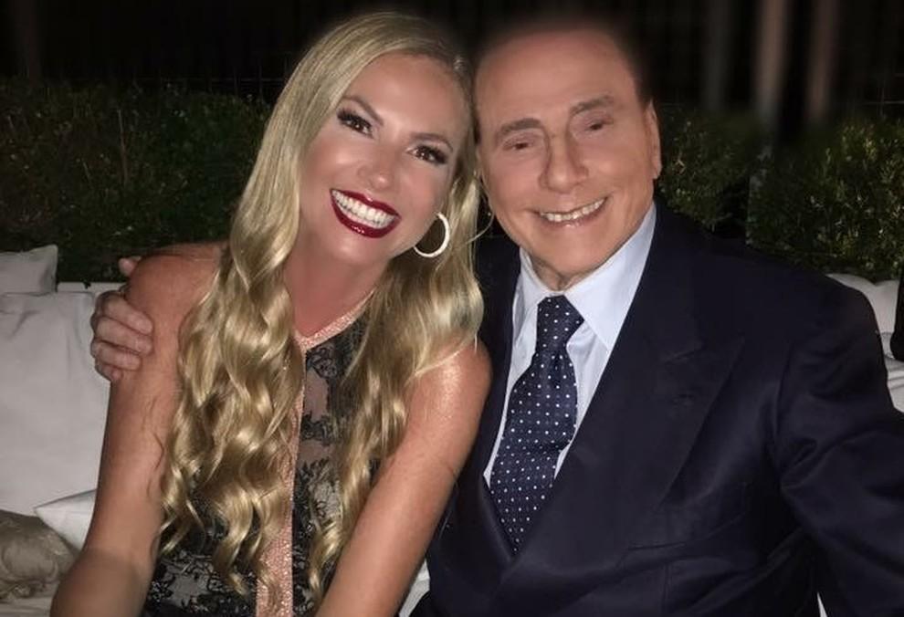 Berlusconi ospite a sorpresa al party della Panicucci