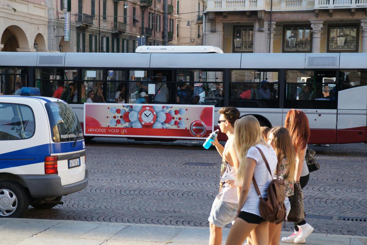 Autista autobus fa l'amore con passeggera sui sedili posteriori
