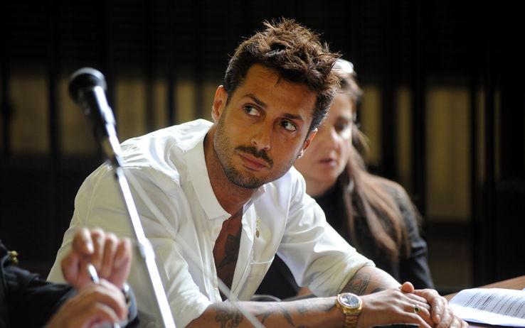Fabrizio Corona condannato a un anno, gioia in aula