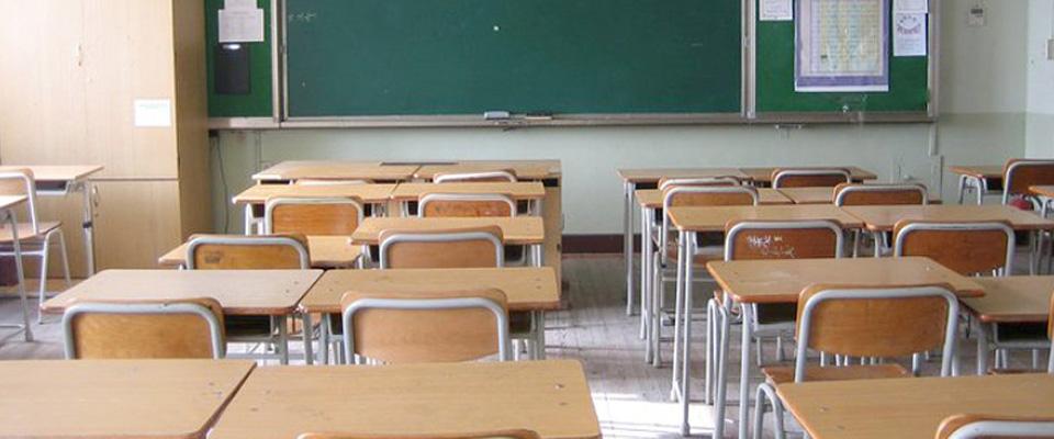 Salerno, insegnante sviene in classe
