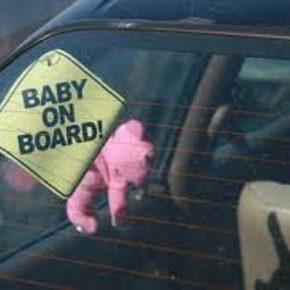 Arezza, bimba dimenticata in auto