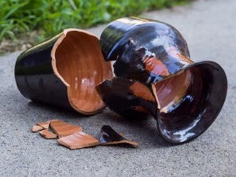 Guidonia, bimbo uccido da vaso nel giardino di casa