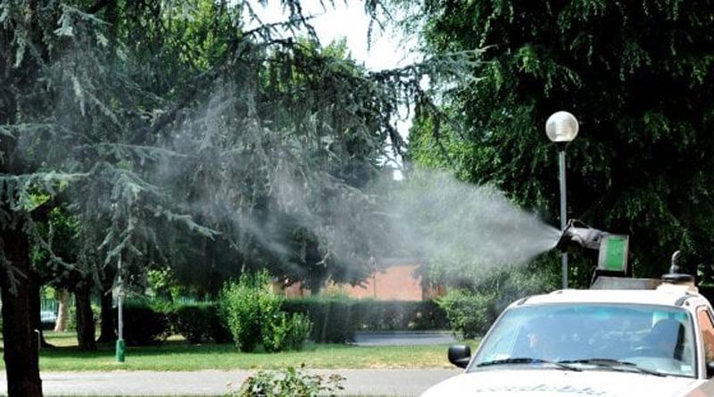 Zanzare assediano Milano: cittadini contestano Comune