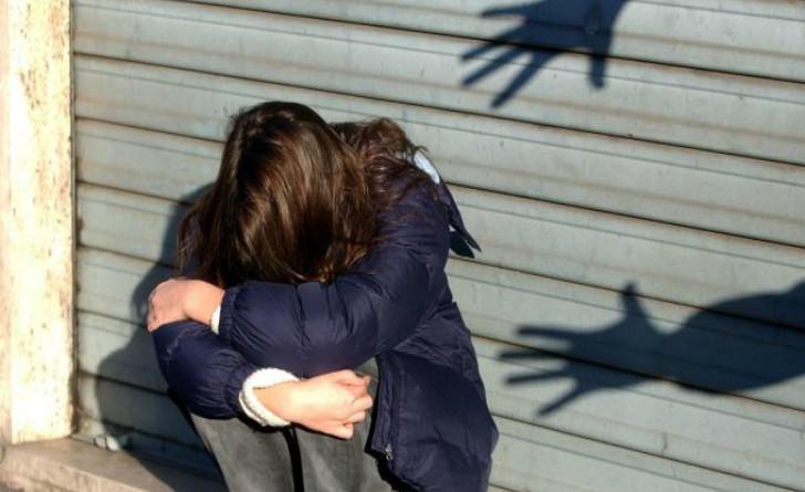 Dodicenne violentata da branco di minorenni