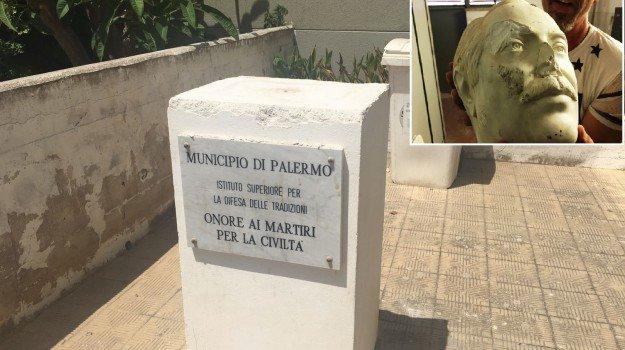 Statua di Giovanni Falcone danneggiata a Palermo