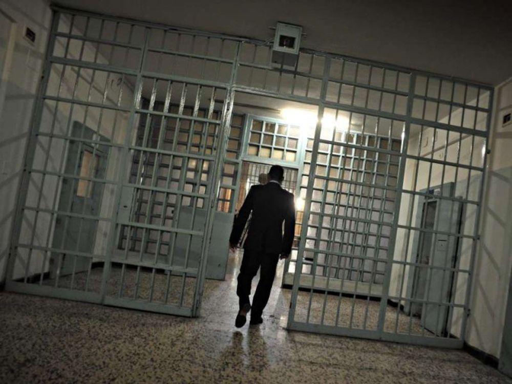 Agente aggredito da detenuto nel carcere di Canton Mombello
