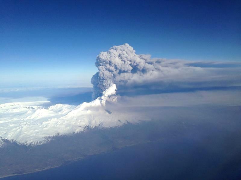 Vulcano Bogoslof erutta, tanta cenere in aria