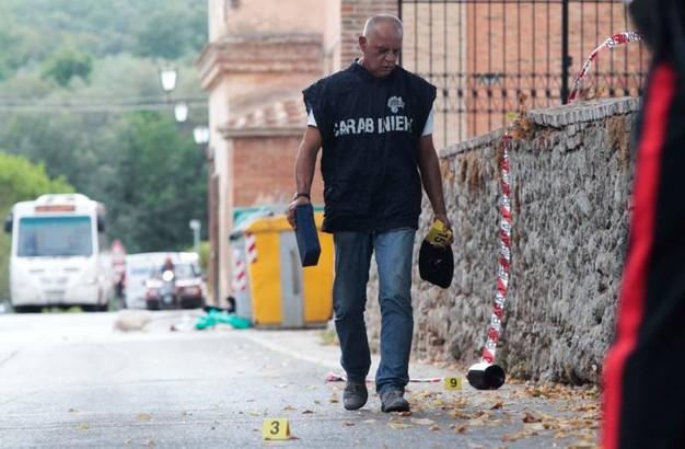 Ivoriano accoltella al petto autista italiano