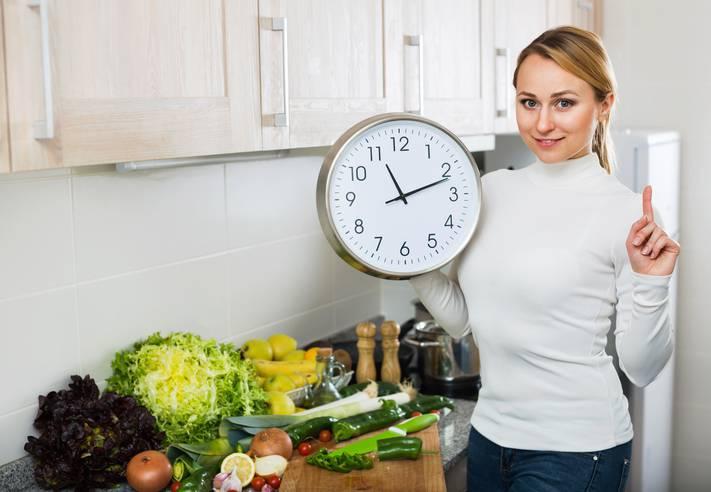 Dieta, effetti si vedono se si mangia a certi orari
