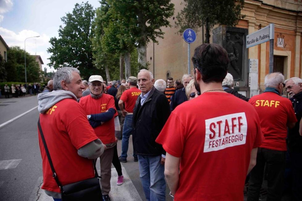 Reggio Emilia, maglietta con logo Pd al lavoro: 17enne licenziato