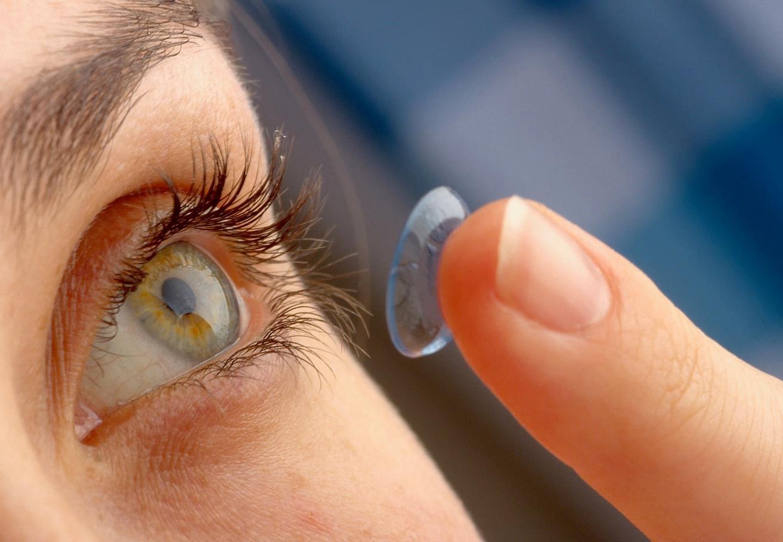 27 lenti a contatto nell'occhio: donna inglese sempre ignara