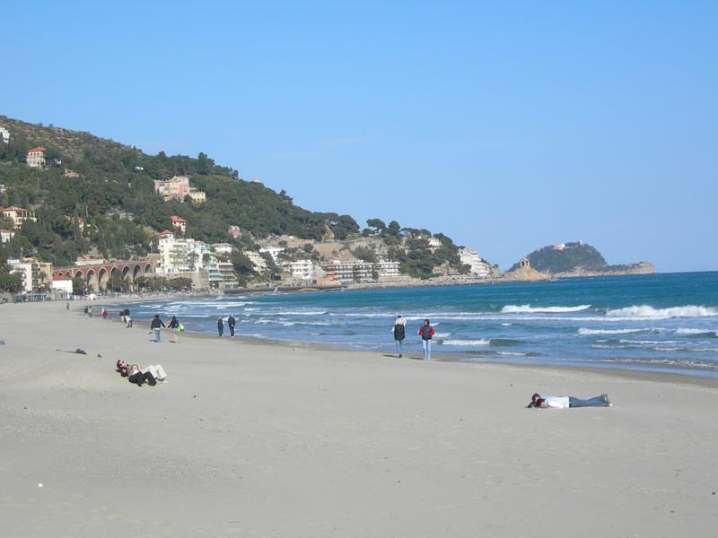 Spiagge a numero chiuso ad Alassio e Laigueglia: la proposta dei sindaci