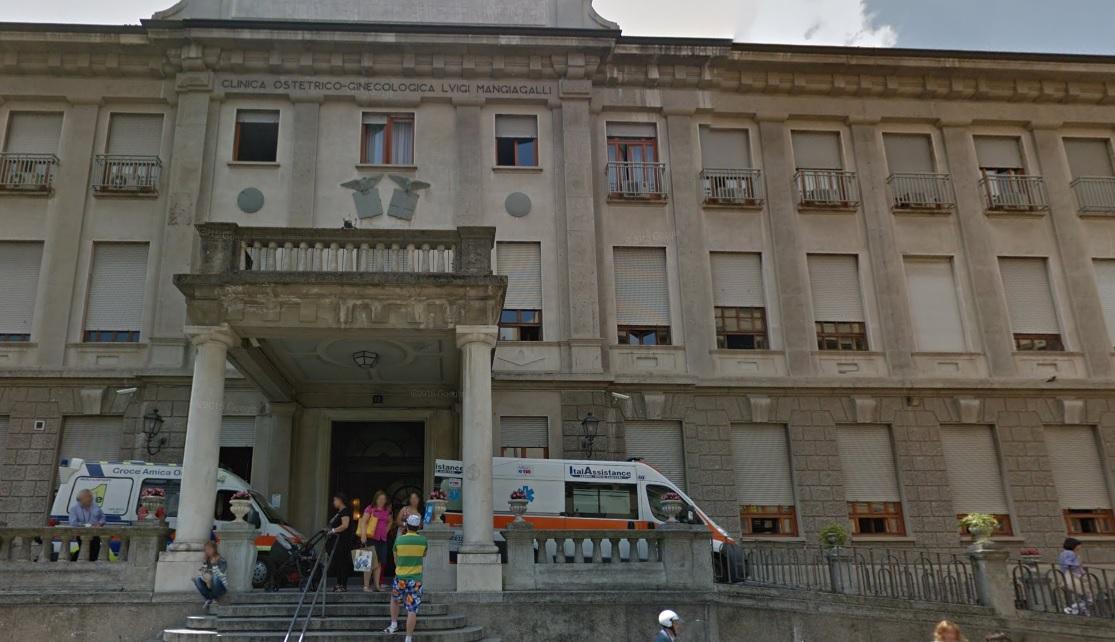 Milano, si spaccia per dottoressa e tenta di rapire neonata