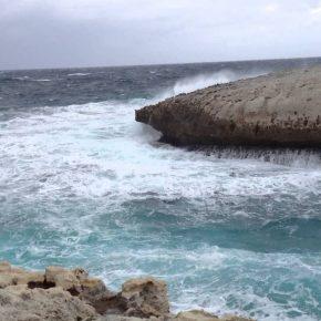 Oristano, si tuffa in mare per salvare ragazza: Alessio Atzori disperso