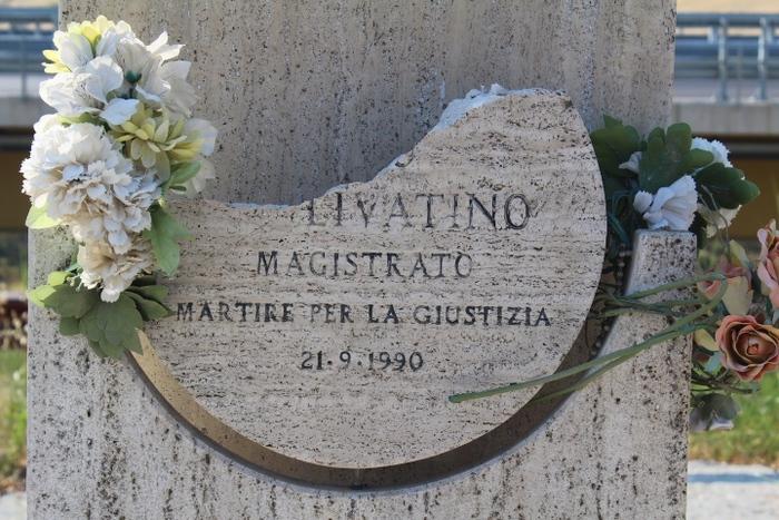 Stele Rosario Livatino deturpata ad Agrigento