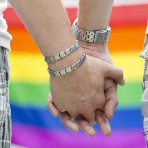 Napoli, coppia gay allontanata da casa dai genitori