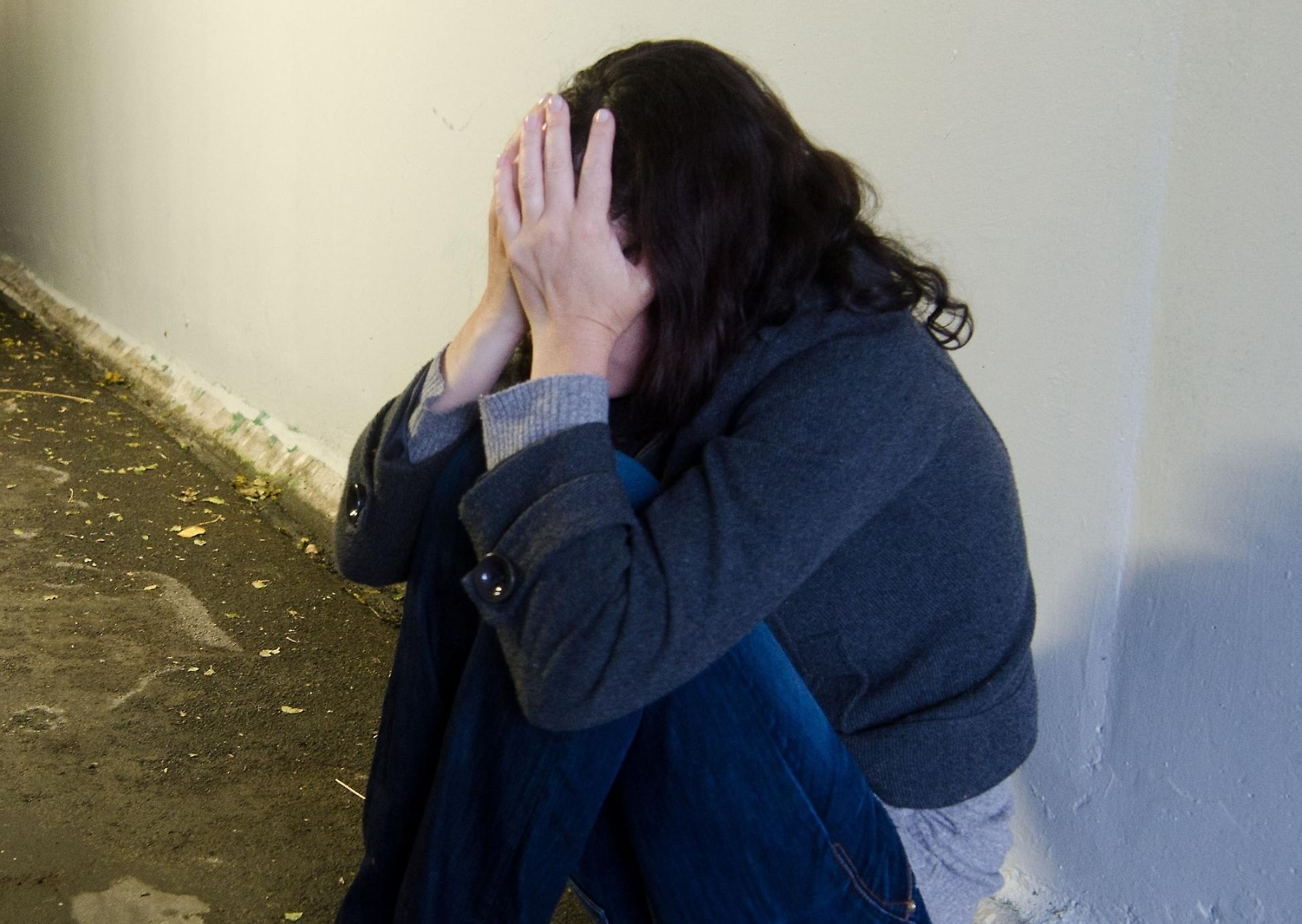 Modella inglese picchiata, violentata e venduta in Rete